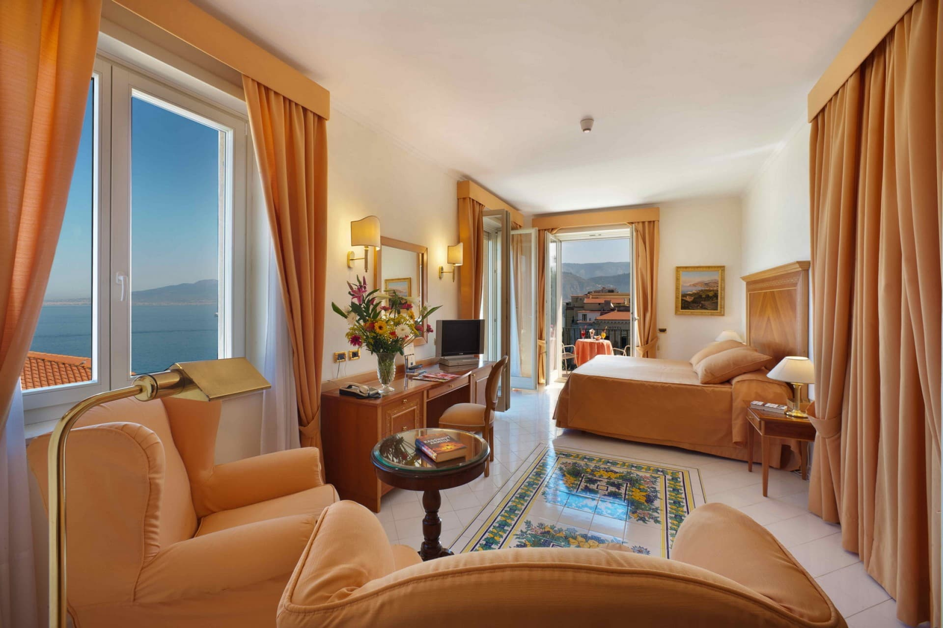 Byron junior suites hotel continental sorrento for Terrazza vittoria sorrento