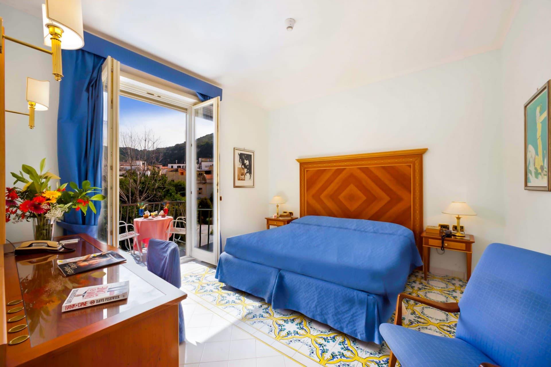 Habitaci n con balc n hotel continental sorrento for Como reservar una habitacion en un hotel